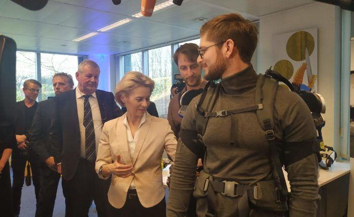 Ursula von der Leyen learns about Exoskeletons by Brubotics